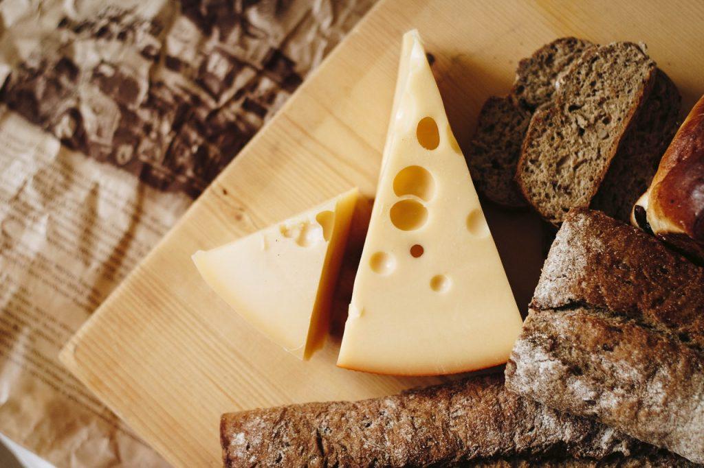 Restaurant_in_Marathon_Florid_swiss_cheese